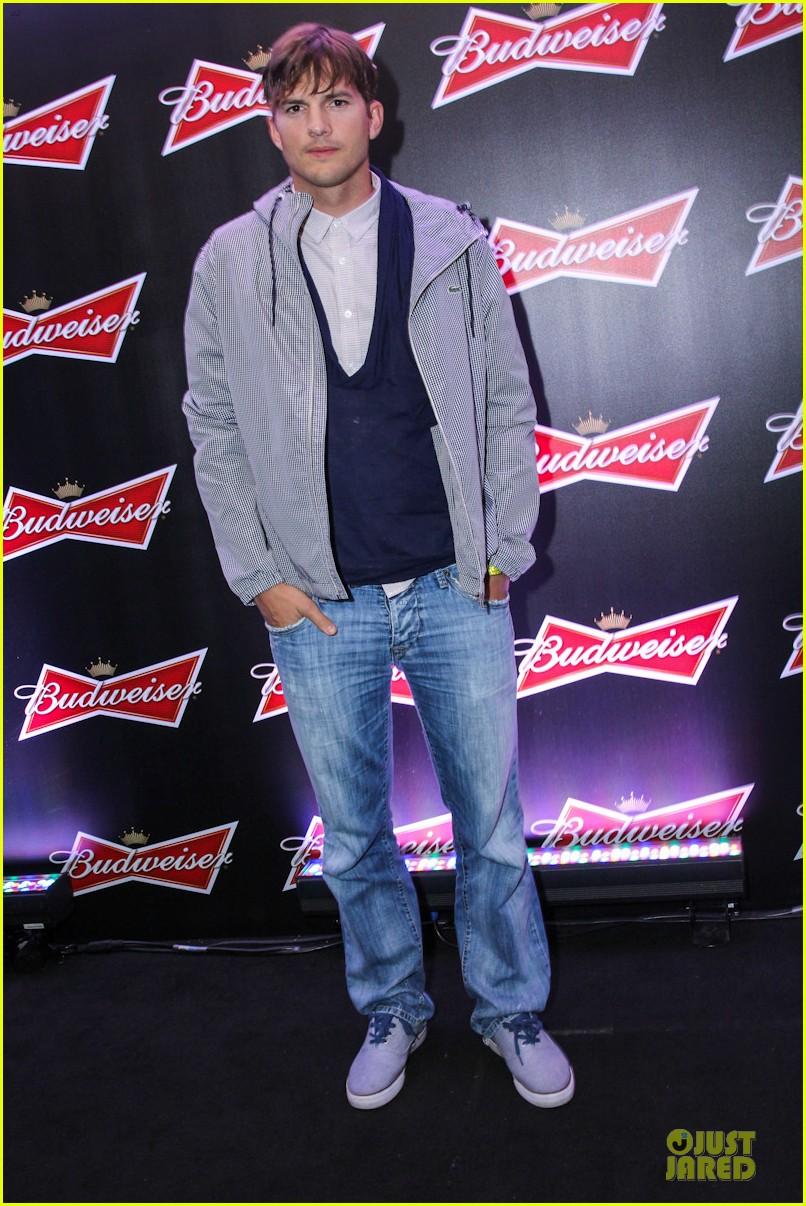 gerard butler ashton kutcher studs at fifa world cup party 033154321