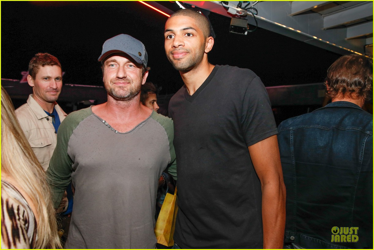 gerard butler ashton kutcher studs at fifa world cup party 093154327