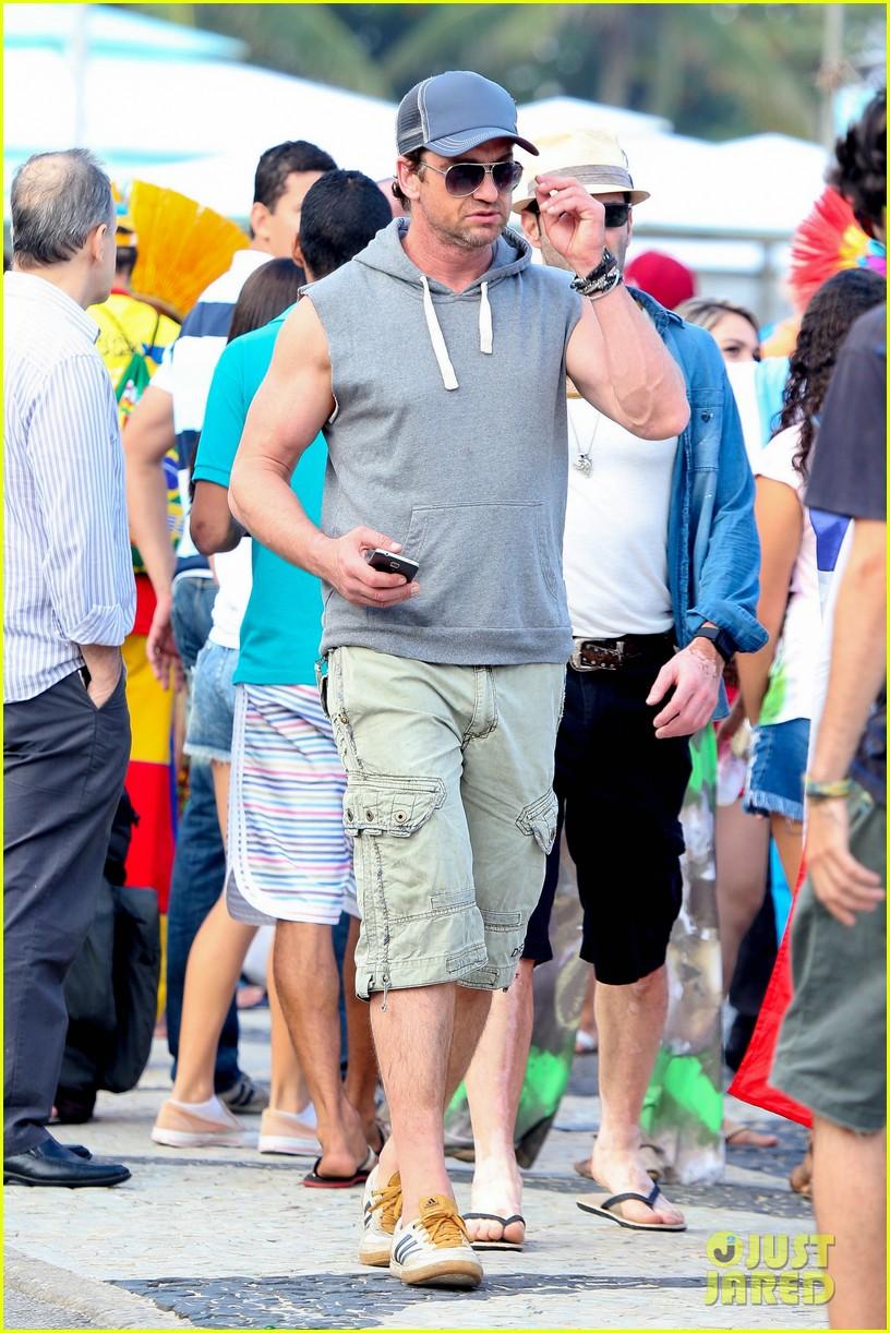 gerard butler beach sleeveless shirt brazil 093152508