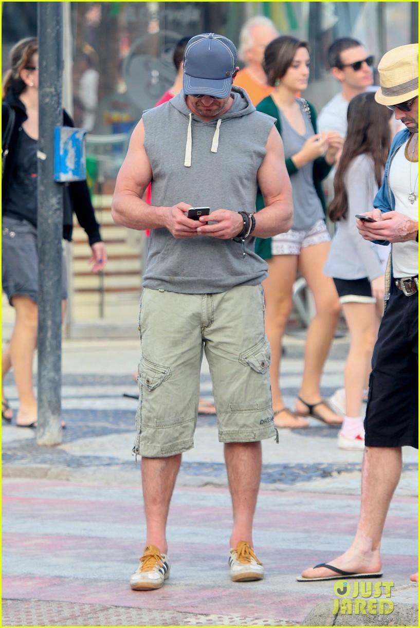 gerard butler beach sleeveless shirt brazil 113152510