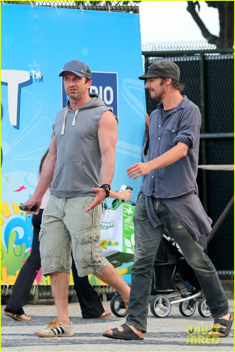 gerard butler beach sleeveless shirt brazil 153152514