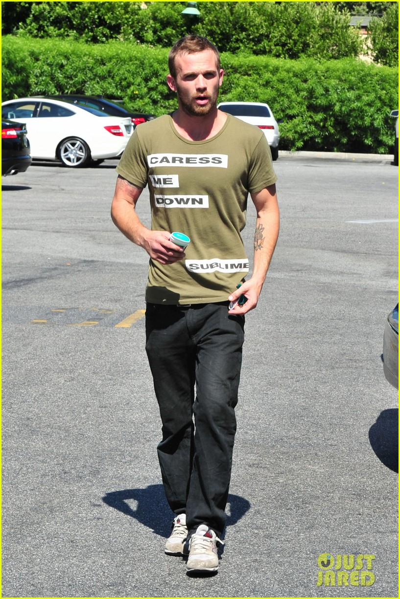 cam gigandet steps out after making controversial comments about oc 013153666