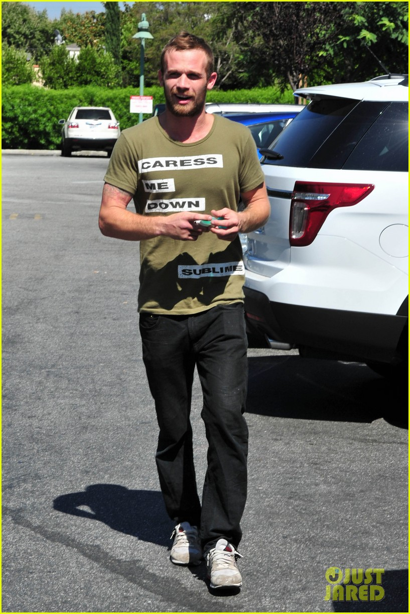cam gigandet steps out after making controversial comments about oc 083153673