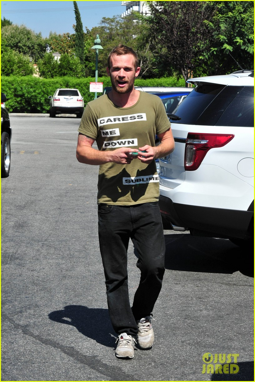 cam gigandet steps out after making controversial comments about oc 093153674