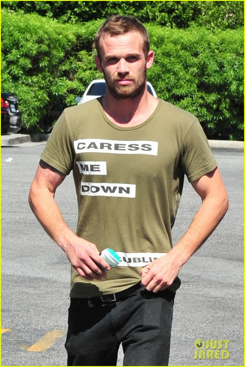 cam gigandet steps out after making controversial comments about oc 103153675