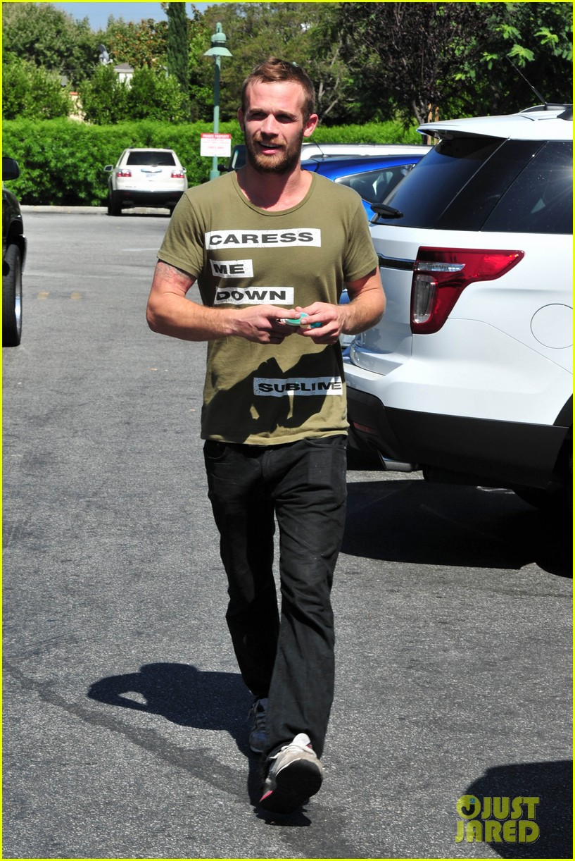 cam gigandet steps out after making controversial comments about oc 15