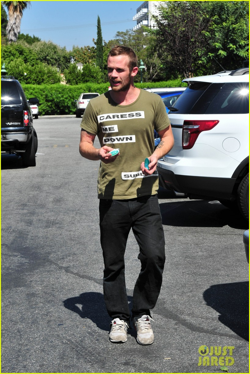 cam gigandet steps out after making controversial comments about oc 163153681