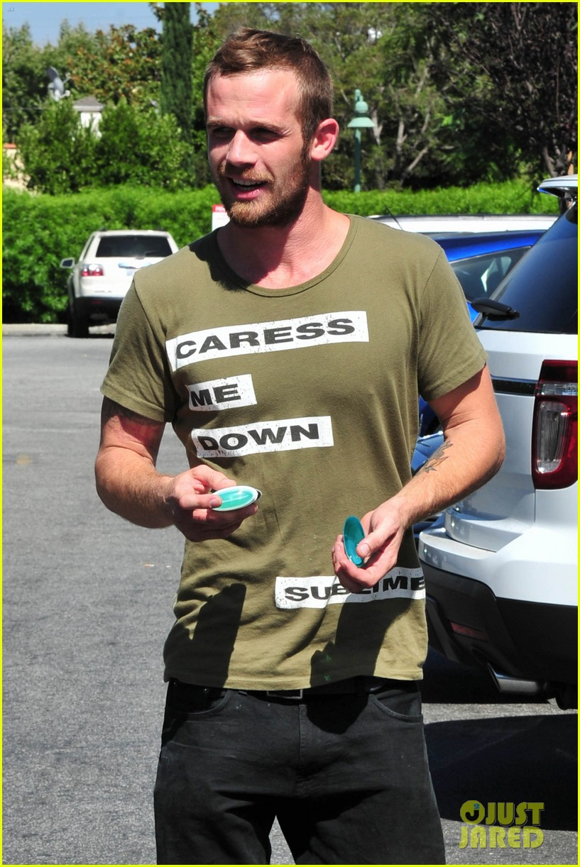 cam gigandet steps out after making controversial comments about oc 303153695