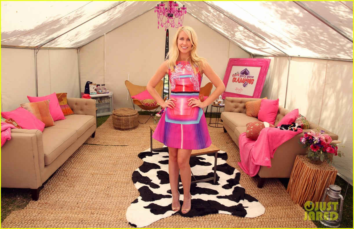 anna camp glamping brittany snow vegas 073152376