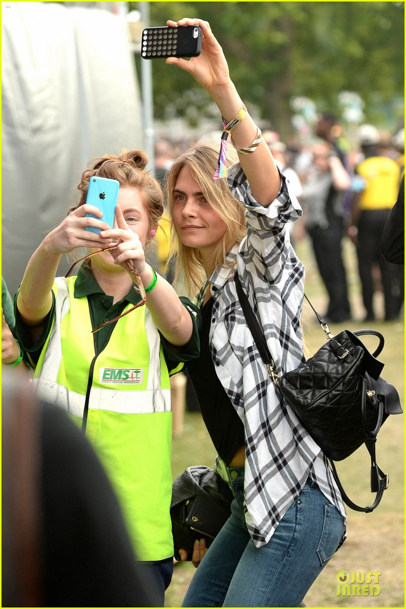 cara delevingne is so proud of ellie goulding at wireless festival 04