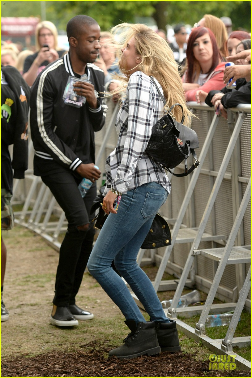 cara delevingne is so proud of ellie goulding at wireless festival 073151285