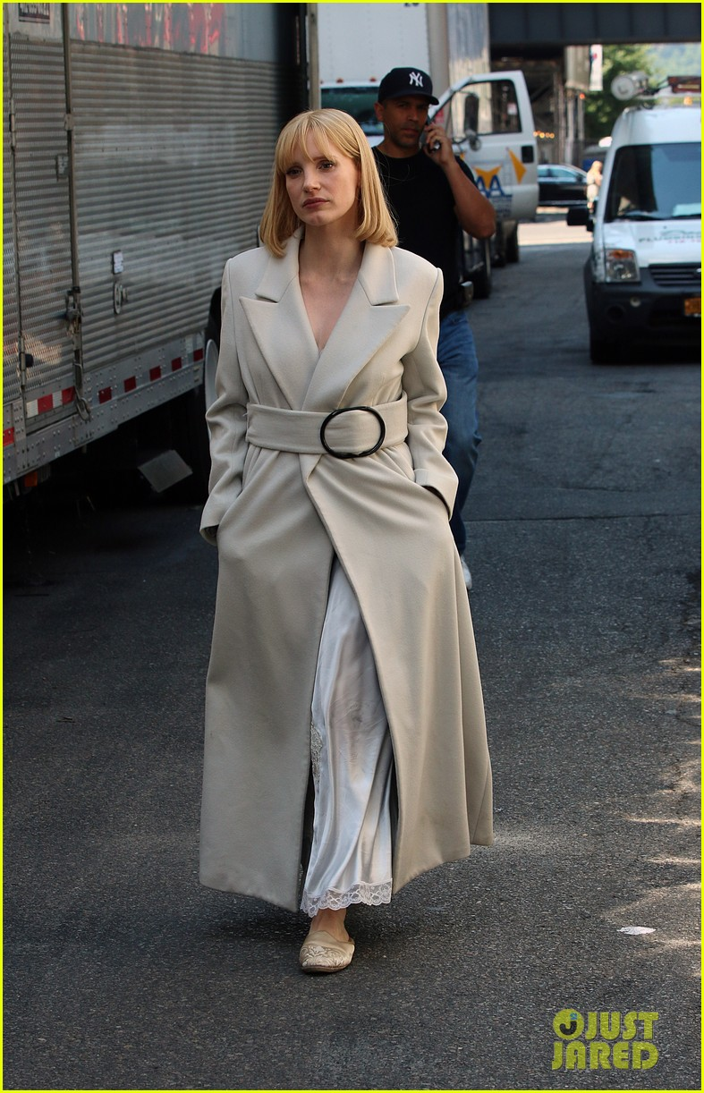 jessica chastain gets into character for a most violent year 03