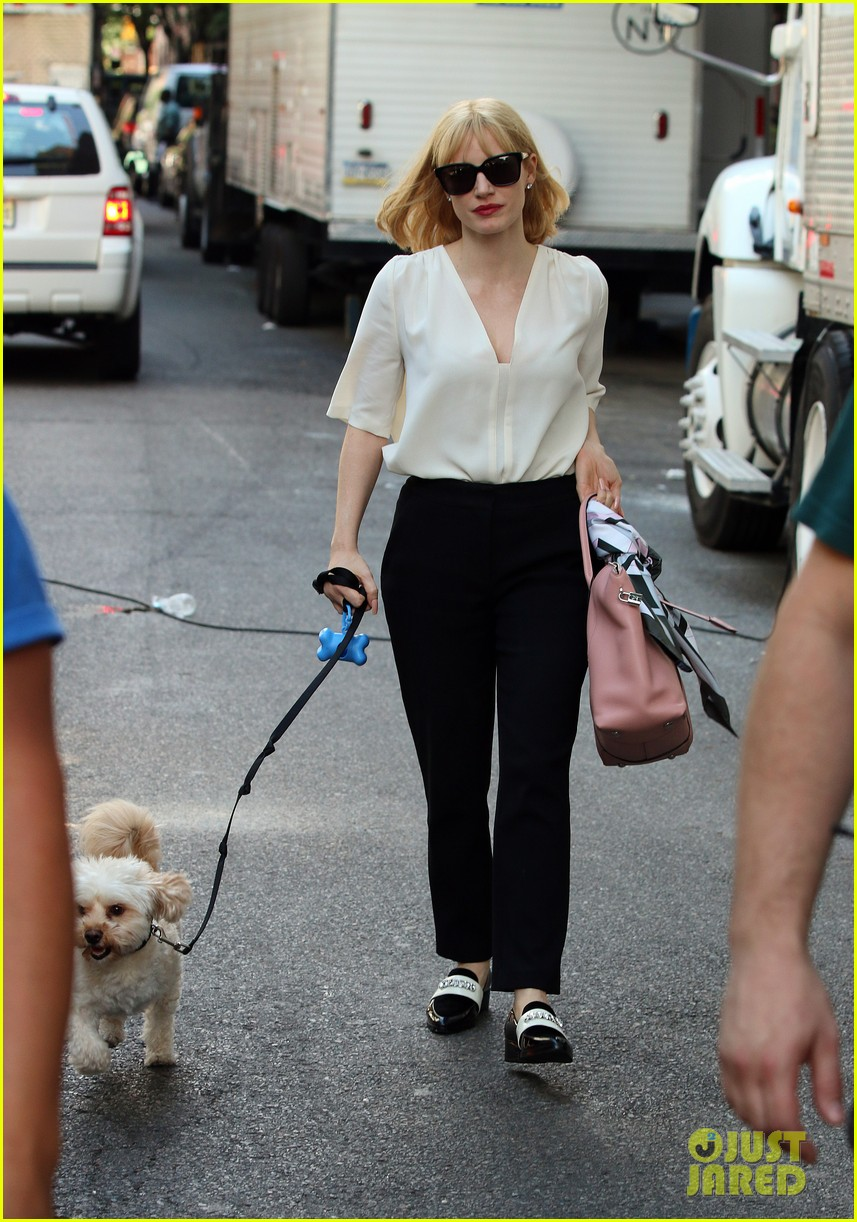 jessica chastain gets into character for a most violent year 053152475