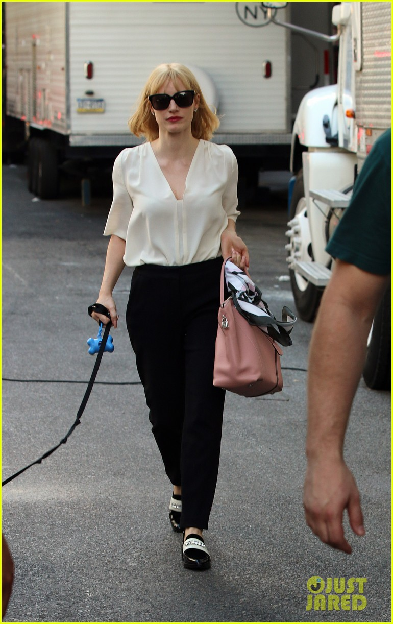 jessica chastain gets into character for a most violent year 17