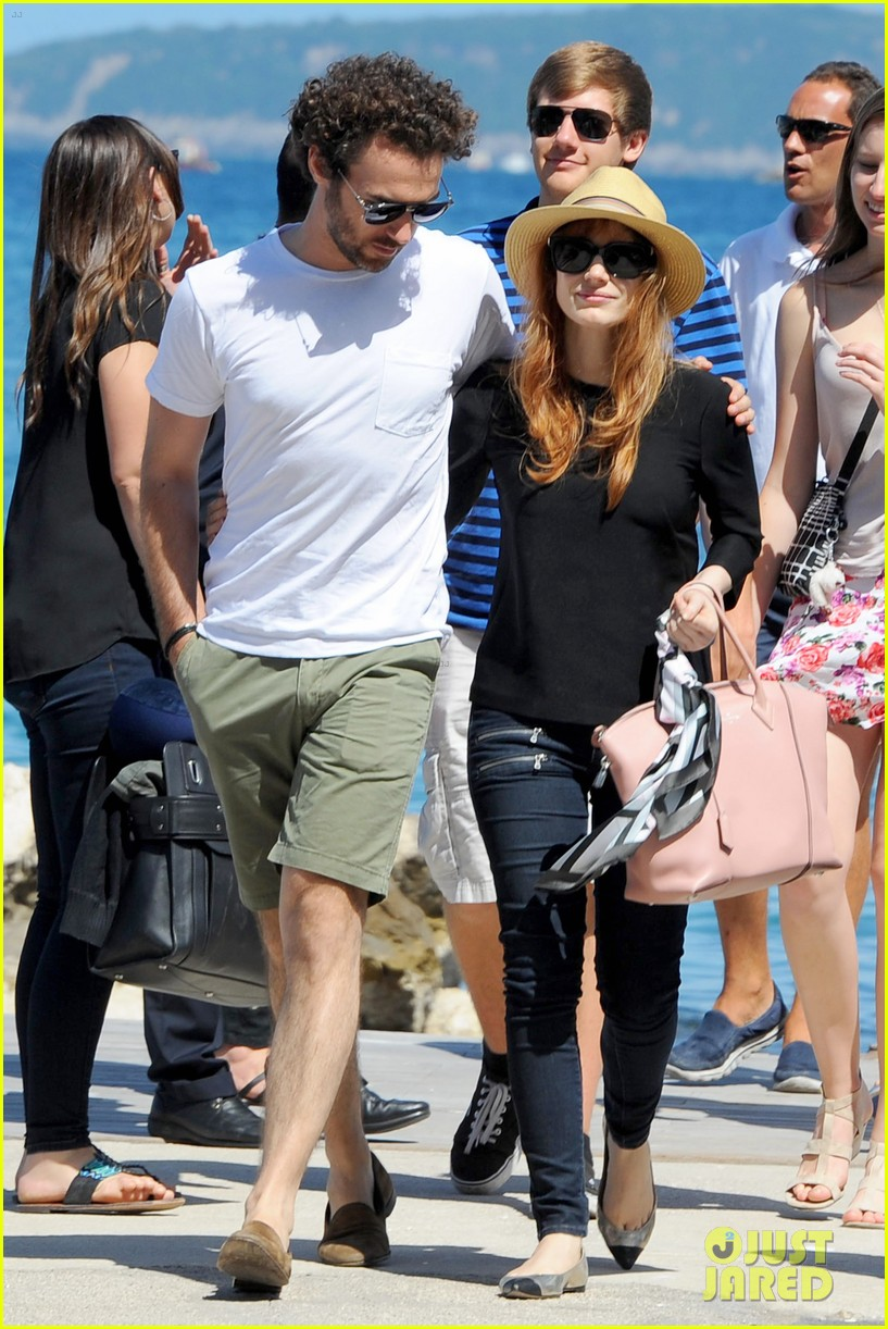 jessica chastain boyfriend gian luca wrap their arms around each other 043153760