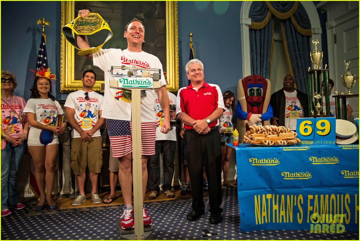 joey chestnut wins hot dog eating contest proposes 013149520