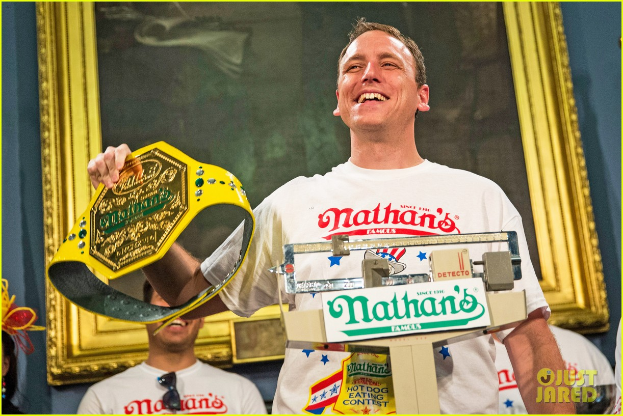 joey chestnut wins hot dog eating contest proposes 02
