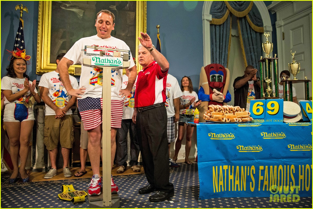 joey chestnut wins hot dog eating contest proposes 033149522