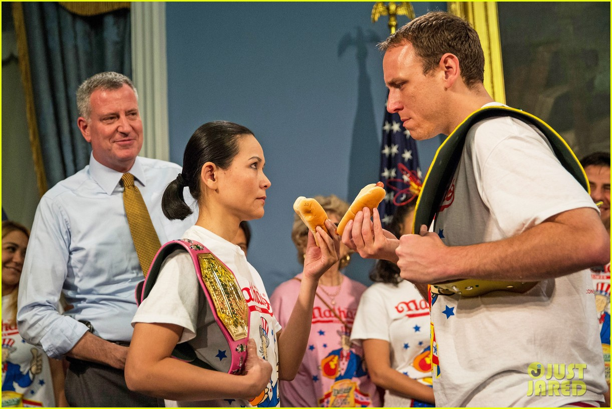 joey chestnut wins hot dog eating contest proposes 043149523