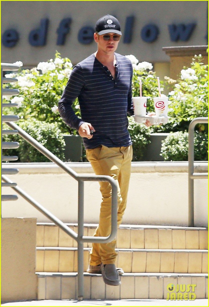 hayden christensen drops by jamba juice smoothies for two 033153293