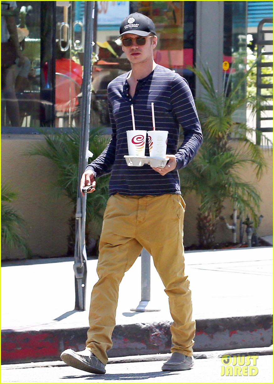 hayden christensen drops by jamba juice smoothies for two 063153296