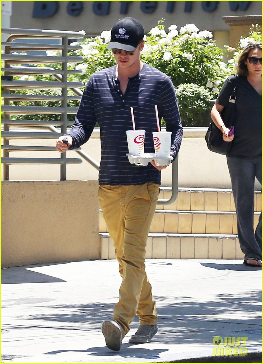 hayden christensen drops by jamba juice smoothies for two 103153300