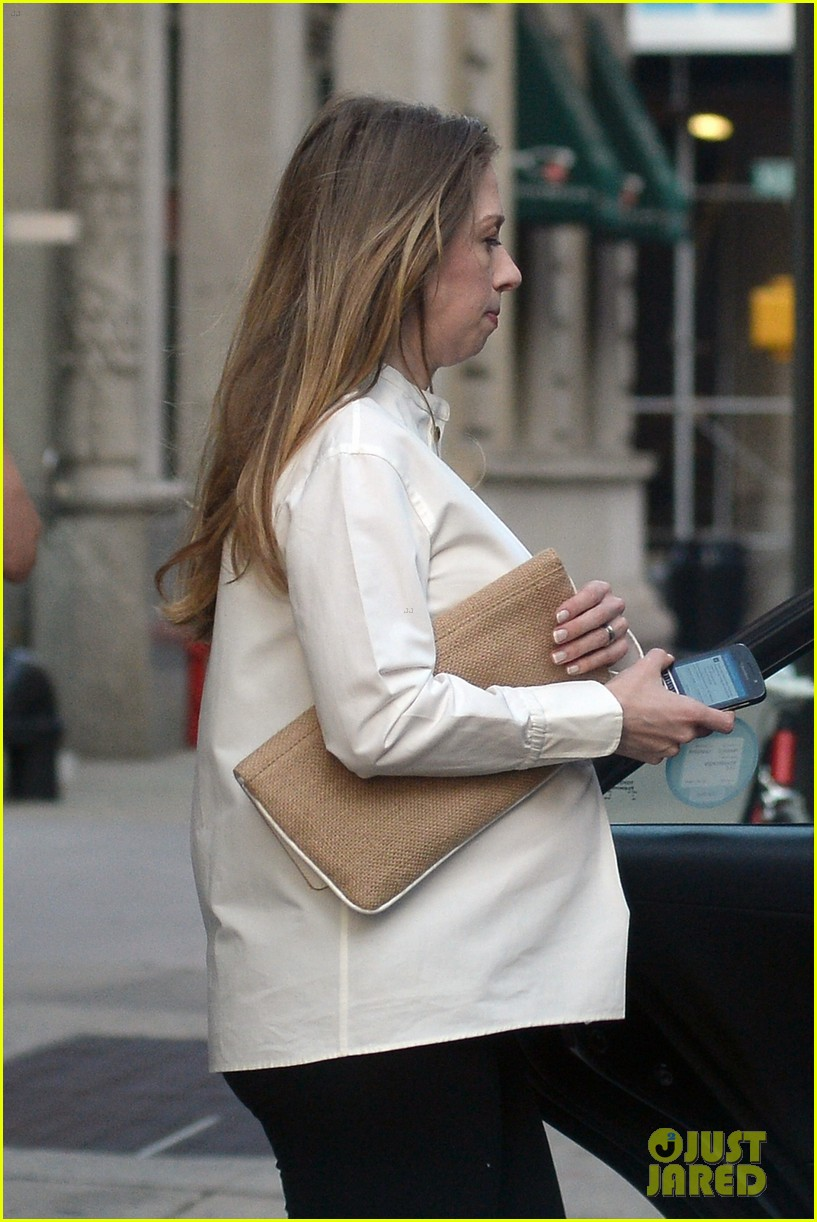 chelsea clinton displays her growing baby bump 023152228
