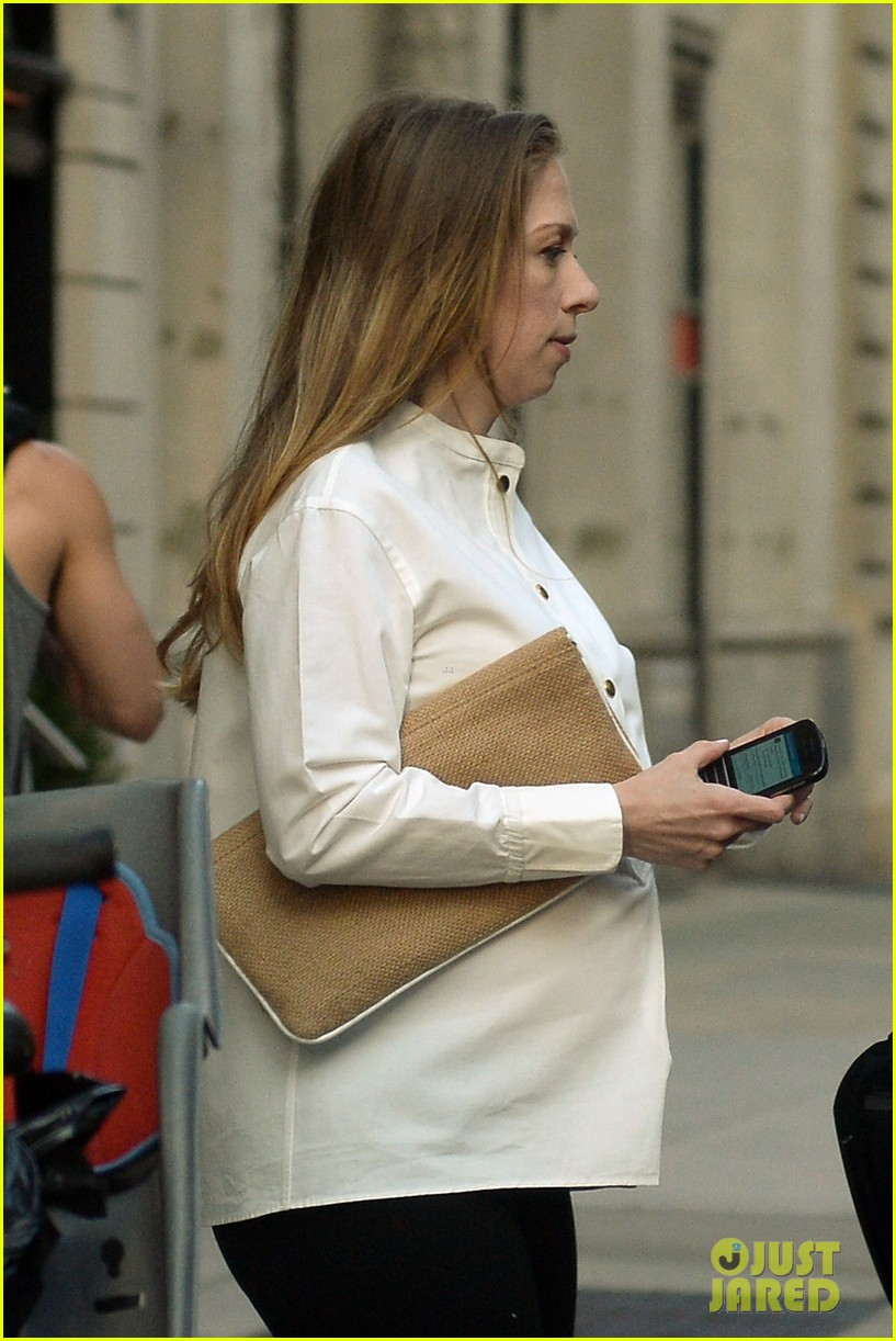 chelsea clinton displays her growing baby bump 063152232