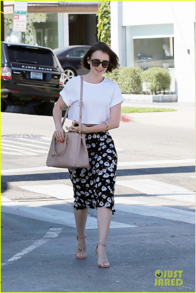 lily collins salon stop before holiday 133149247