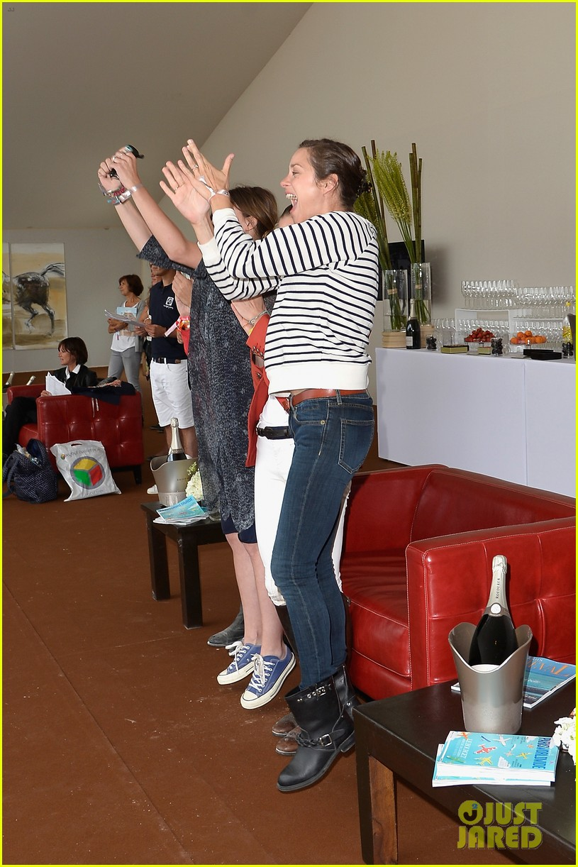 marion cotillard cheers on her man horse jumping 033149626