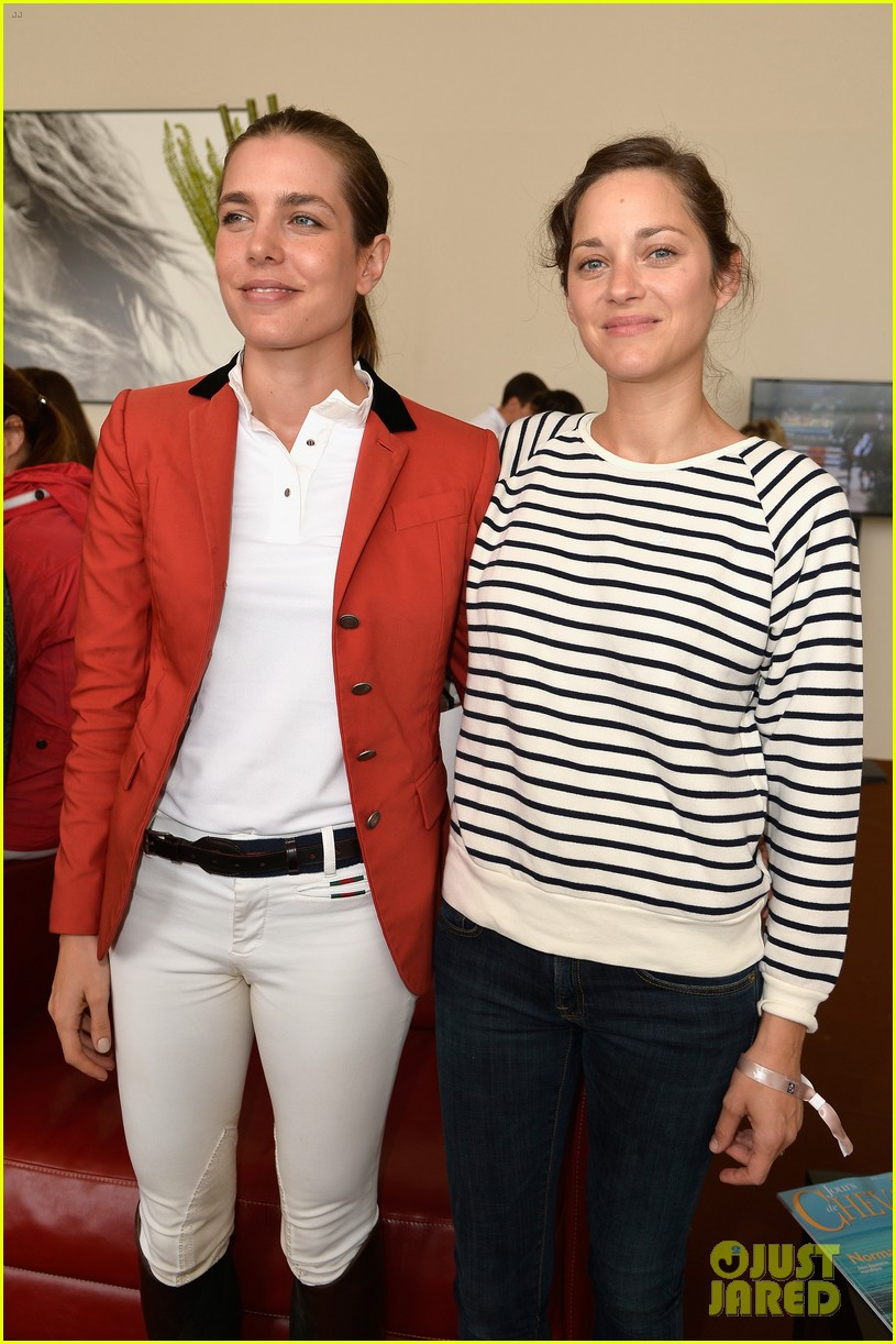 marion cotillard cheers on her man horse jumping 08