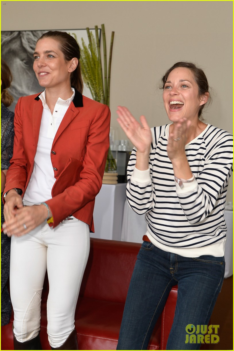 marion cotillard cheers on her man horse jumping 113149634