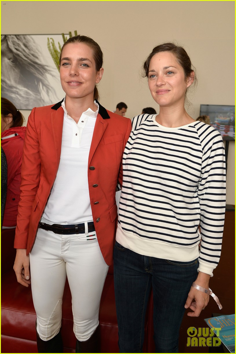 marion cotillard cheers on her man horse jumping 123149635