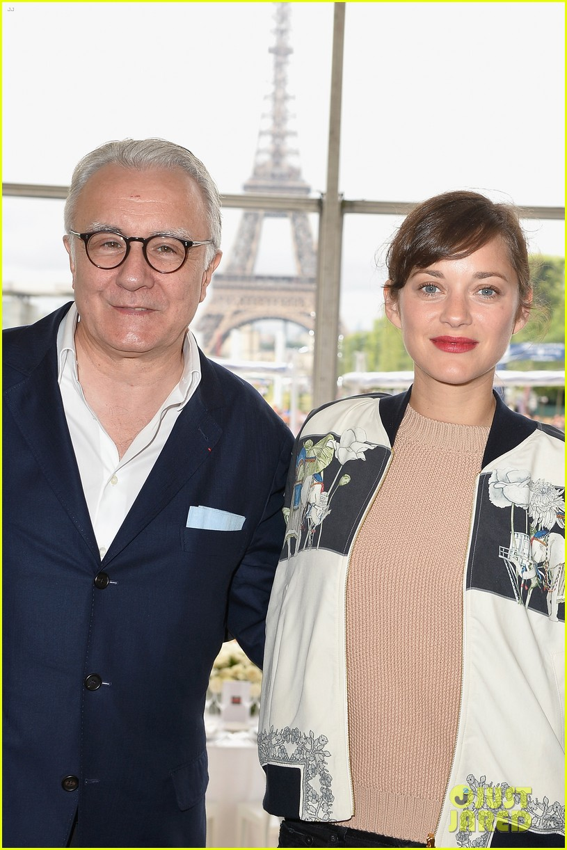 marion cotillard continues to support her horse jumping man 123150374