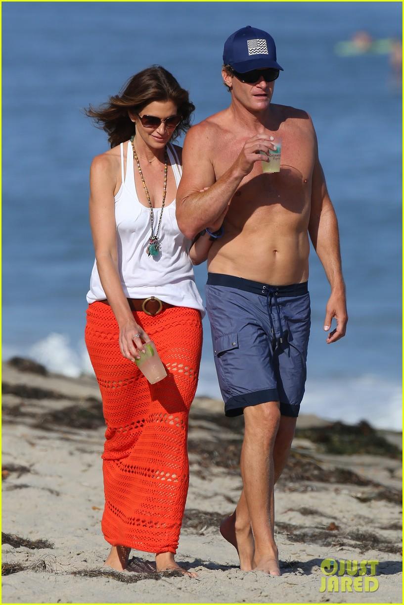 cindy crawford rande gerber beach walk malibu 023150159