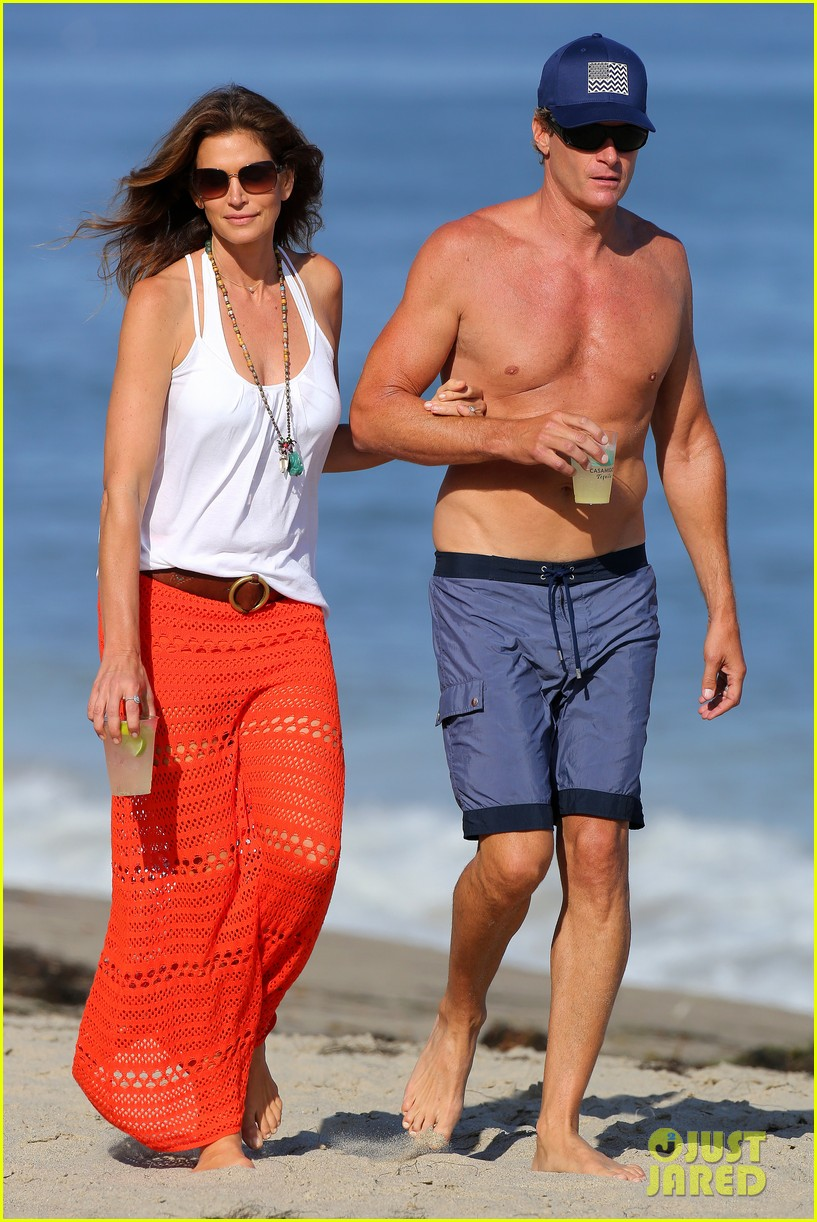 cindy crawford rande gerber beach walk malibu 113150168