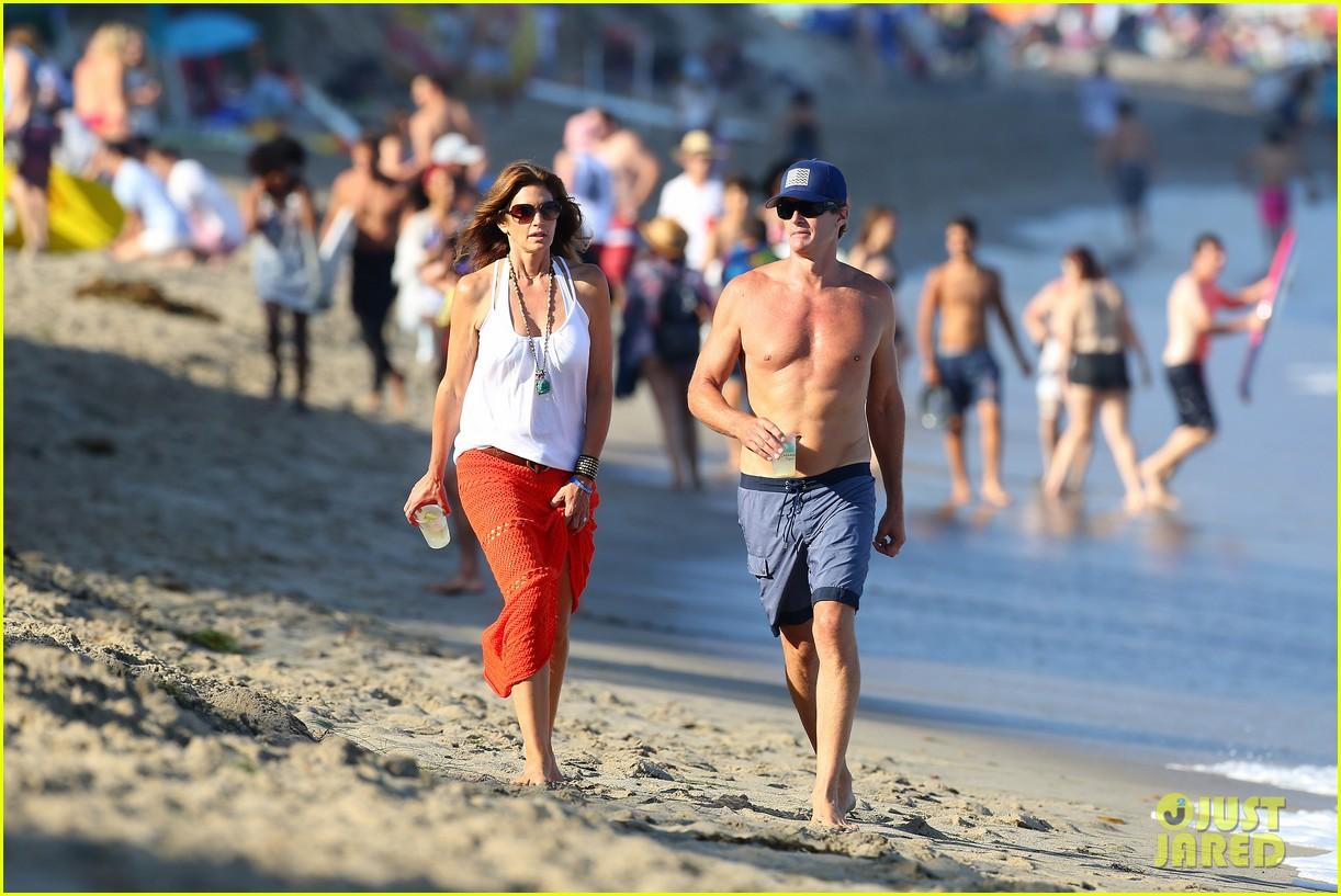 cindy crawford rande gerber beach walk malibu 123150169