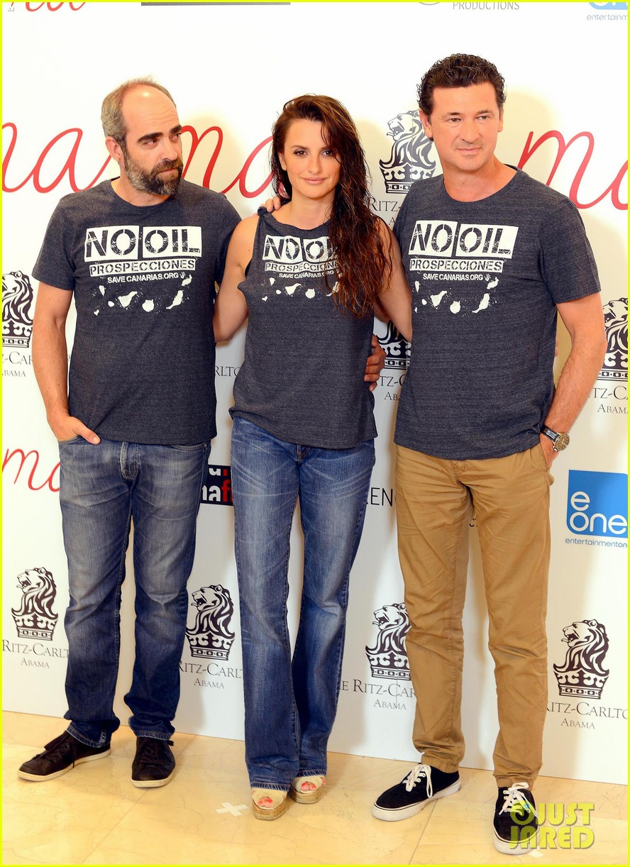 penelope cruz steps out with wet hair for ma ma 093152165