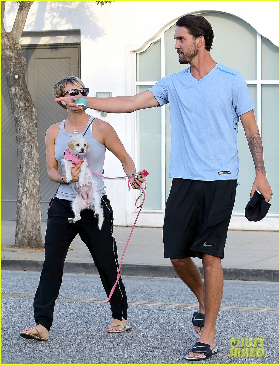 kaley cuoco ryan sweeting are home best trip ever 123153262