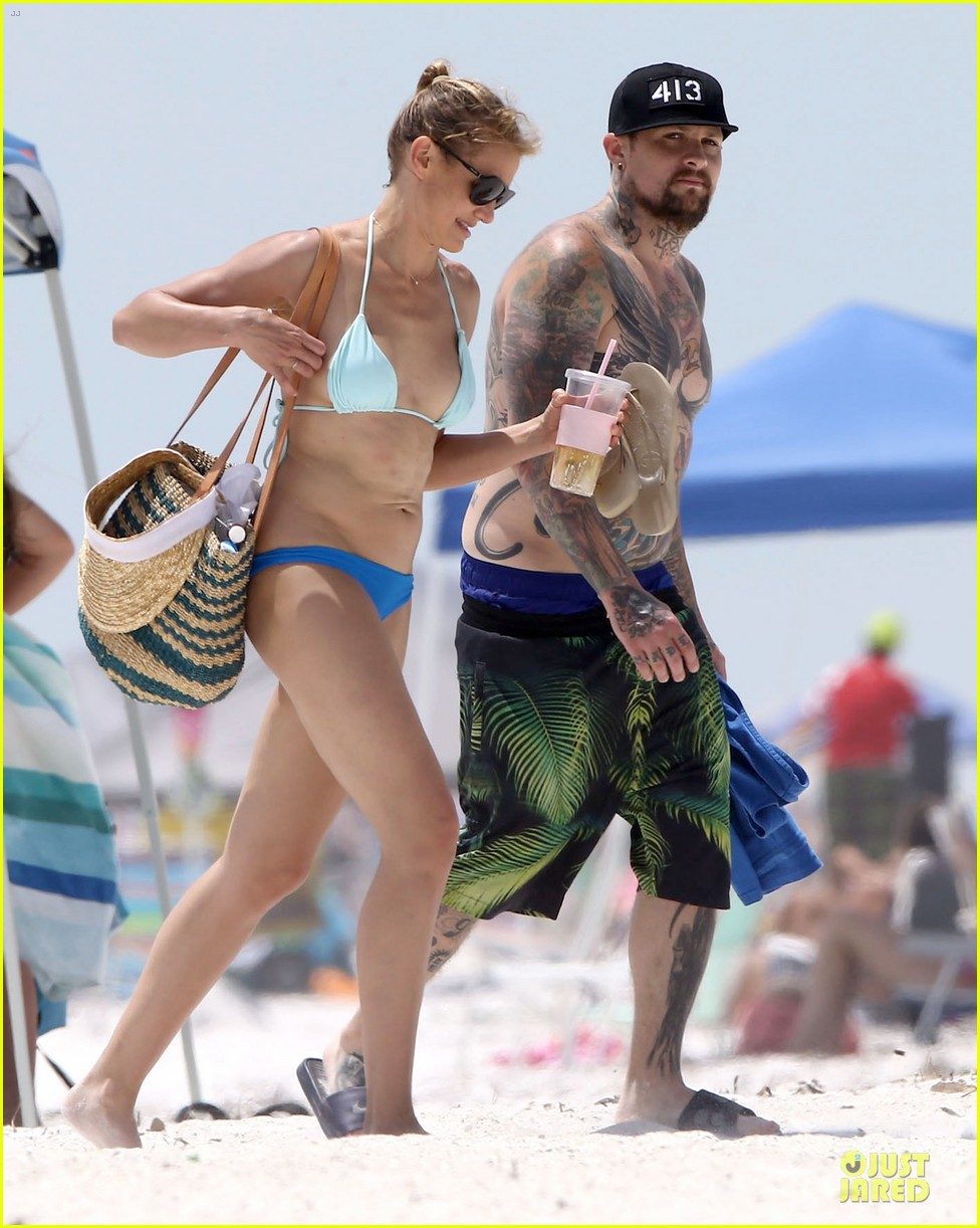 cameron diaz benji madden sparks fly at the beach 01