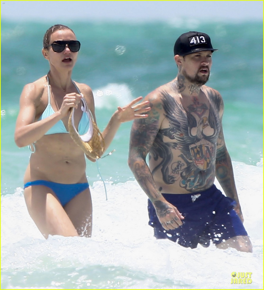 cameron diaz benji madden sparks fly at the beach 043150610