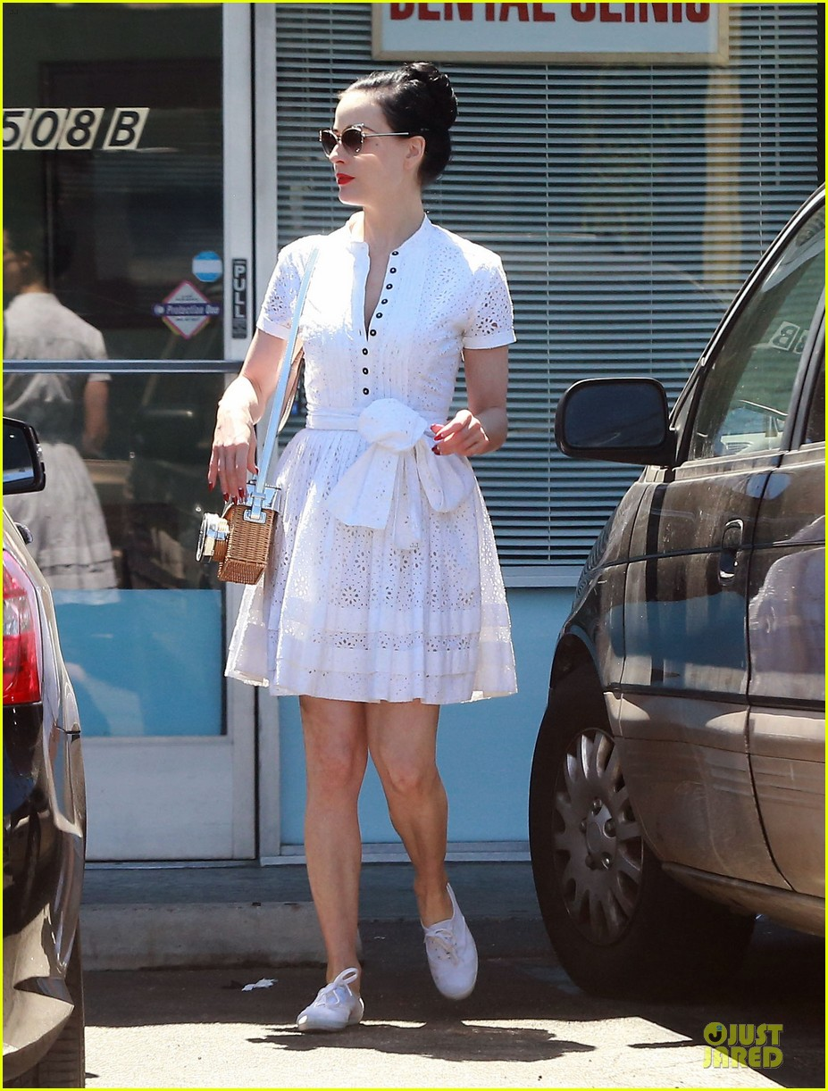 2e75d1648fbb Dita Von Teese Knows How to Wear Summer White For Lunch  Photo ...