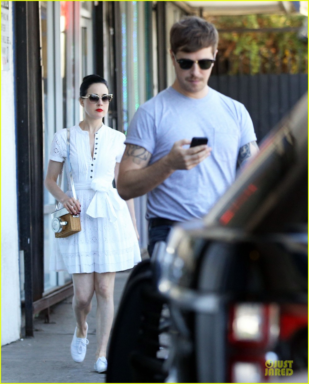 7e763dcbceb2 Dita Von Teese Knows How to Wear Summer White For Lunch  Photo ...