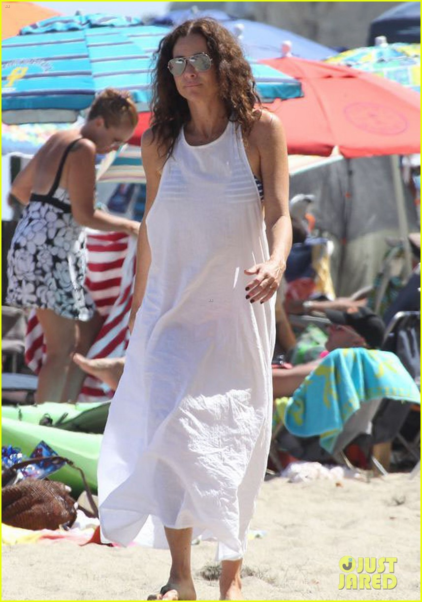 minnie driver spends the fourth of july at the beach 013150381