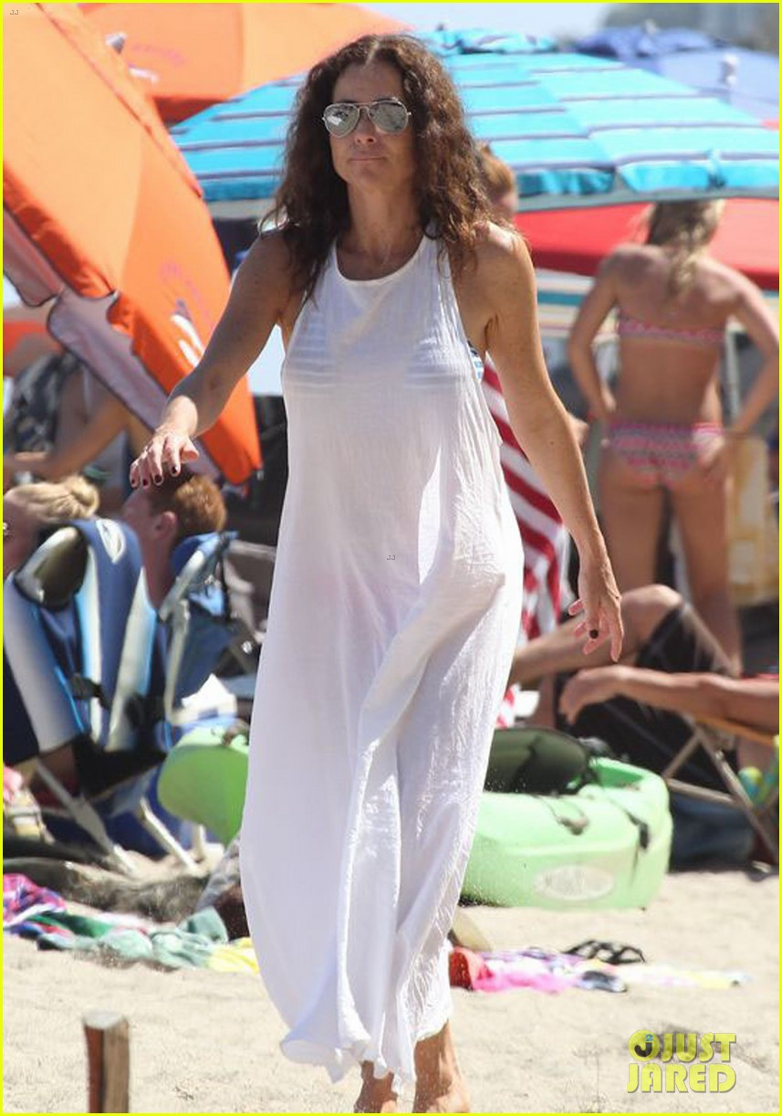 minnie driver spends the fourth of july at the beach 09