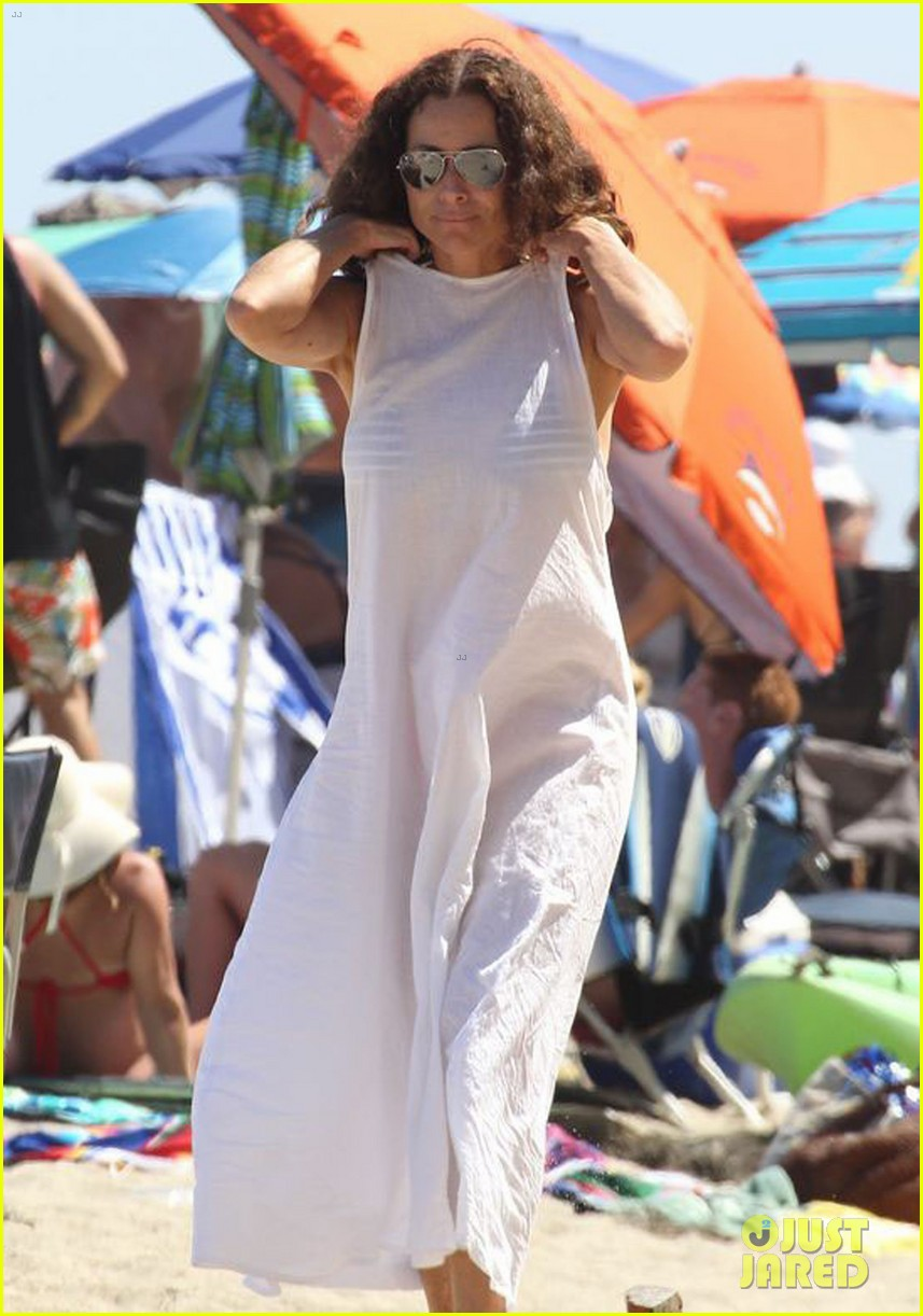 minnie driver spends the fourth of july at the beach 133150393