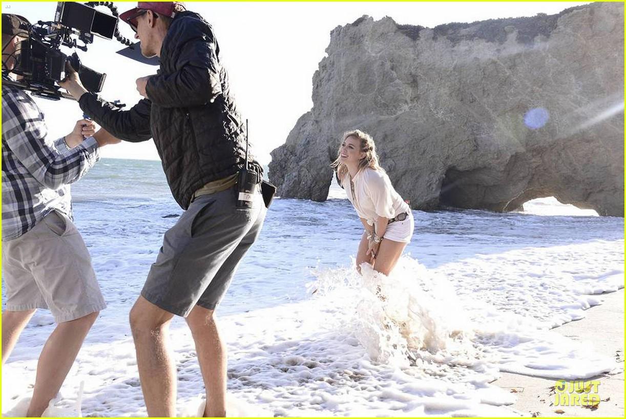 hilary duff flaunts bikini body in chasing the sun video 04