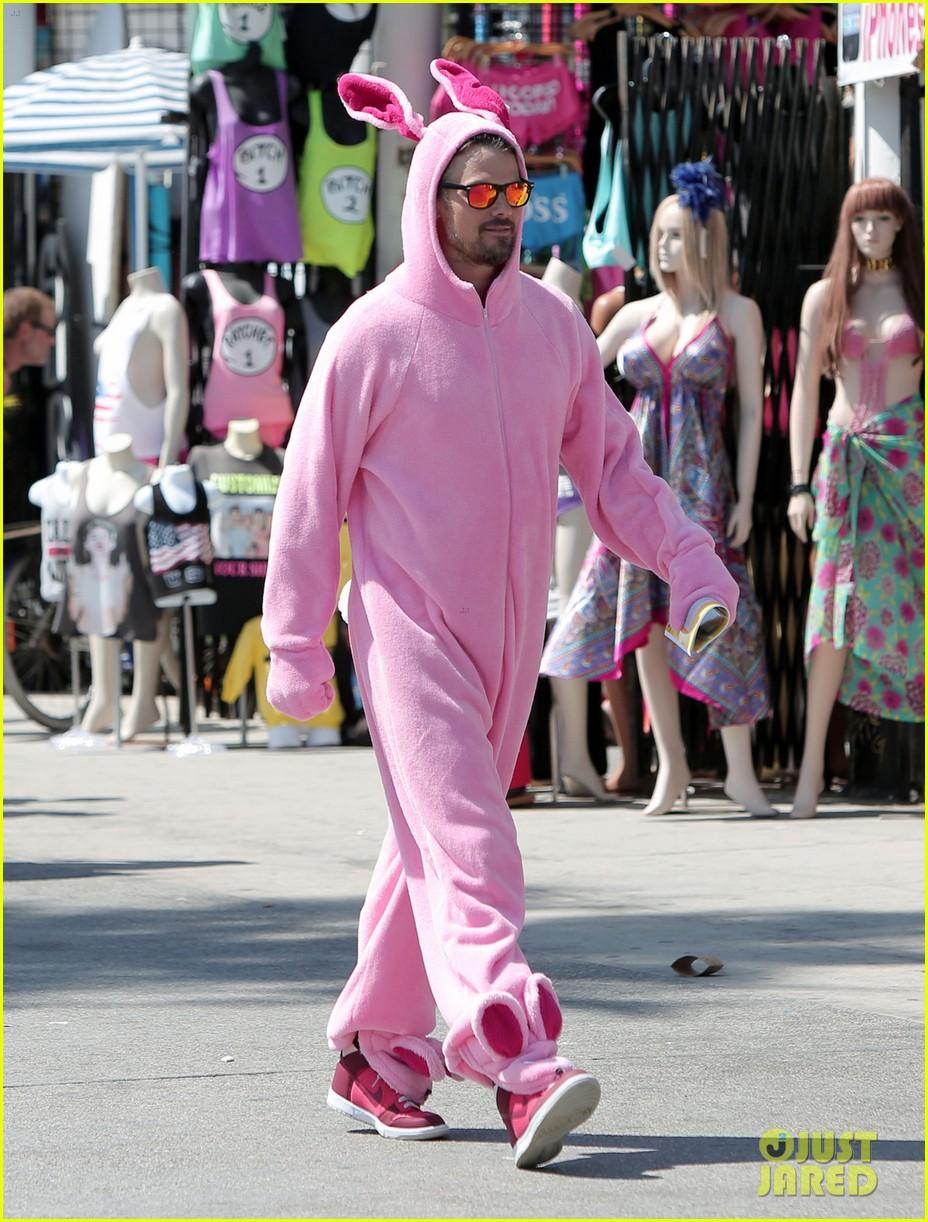 josh duhamel dresses up in giant pink bunny suit 013152966