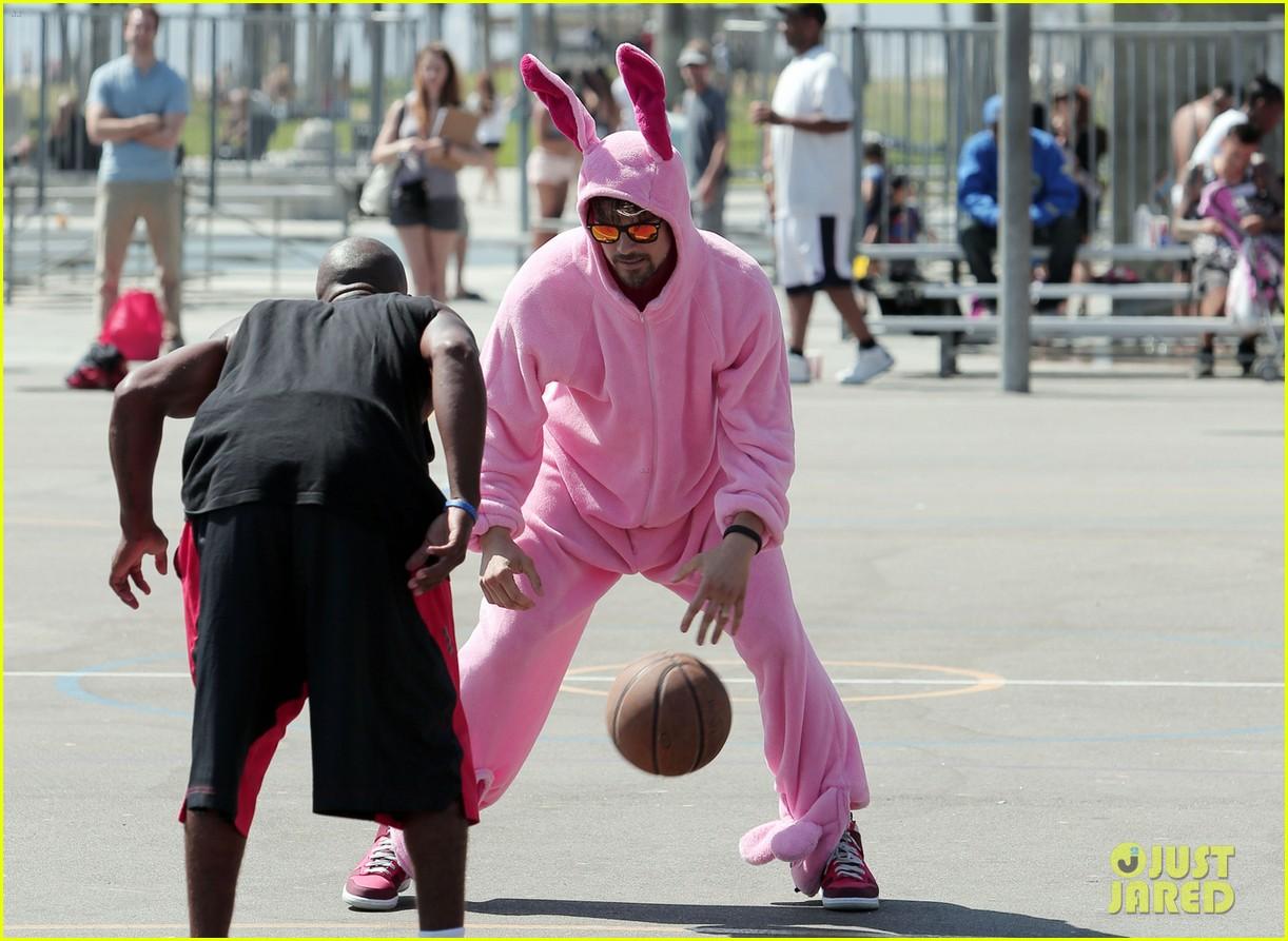 josh duhamel dresses up in giant pink bunny suit 063152971