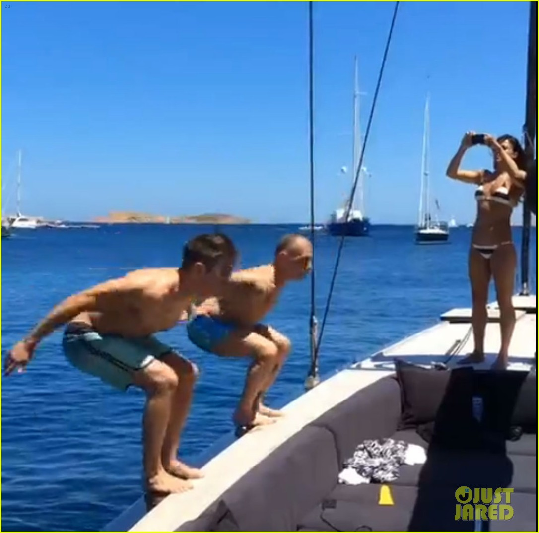 zac efron goes shirtless backflip off a boat 023149891